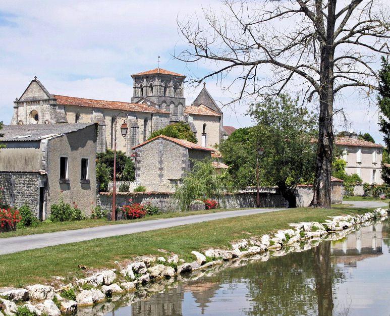 Le Village de Lignières Sonneville dans le département de la Charente !