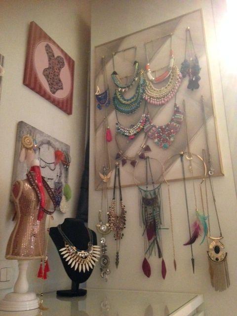 comment mettre en valeur ses colliers et ses boucles d 39 oreilles le blog de lescahiersdejeanine. Black Bedroom Furniture Sets. Home Design Ideas