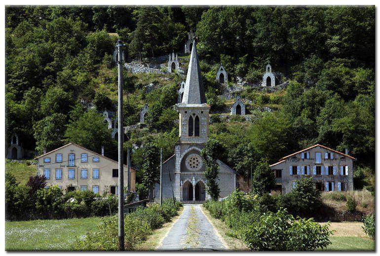 Photographies : l'Eglise de Raynaude et son chemin de Croix (Ariège)...
