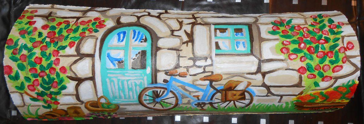 Une entrée de maison et un vélo