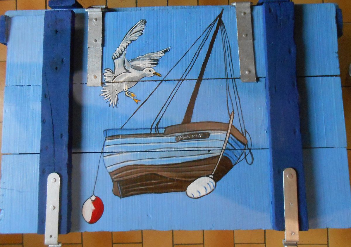 Une vieille malle (style océan)