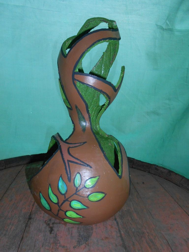Un arbre (sculpture pour décoration acrylique sur courge)