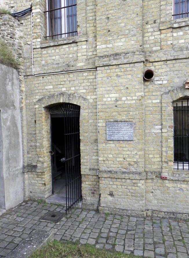 Le général Janssen fut tué alors qu'il sortait par cette porte