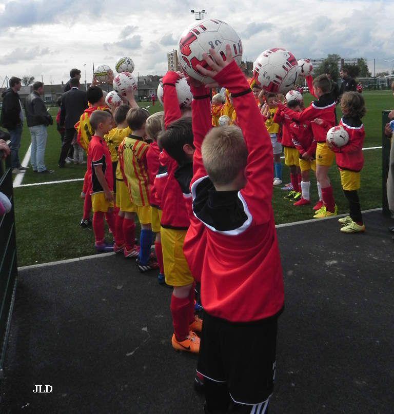 Haie d'honneur par de jeunes footballeurs du club de Malo