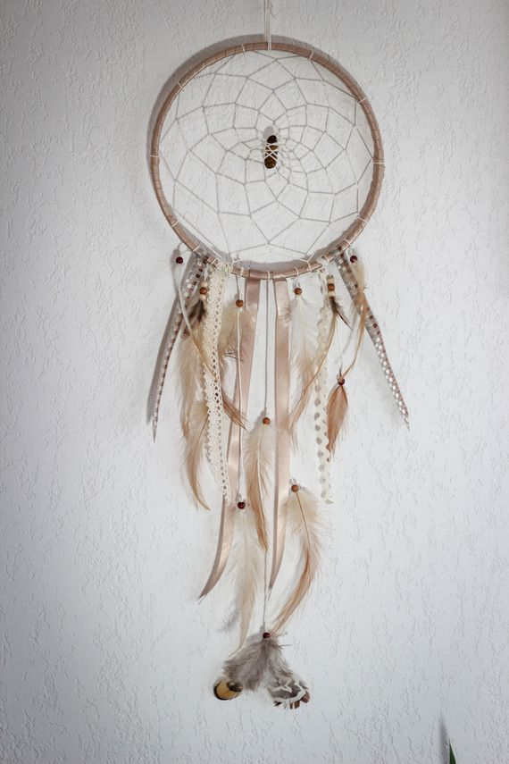 Des dreamcatchers attrapeur de r ves fait mains avec for Decoration murale fait main