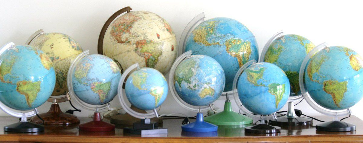 globe terrestre lumineux pied marron ann es 70 vintage vintage family. Black Bedroom Furniture Sets. Home Design Ideas