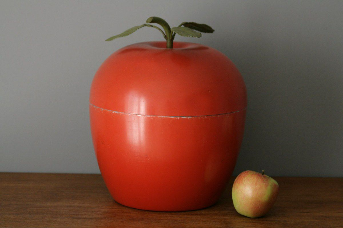 Gros seau à glaçon pomme en métal rouge orangé made in Italy Années 70 - Vintage