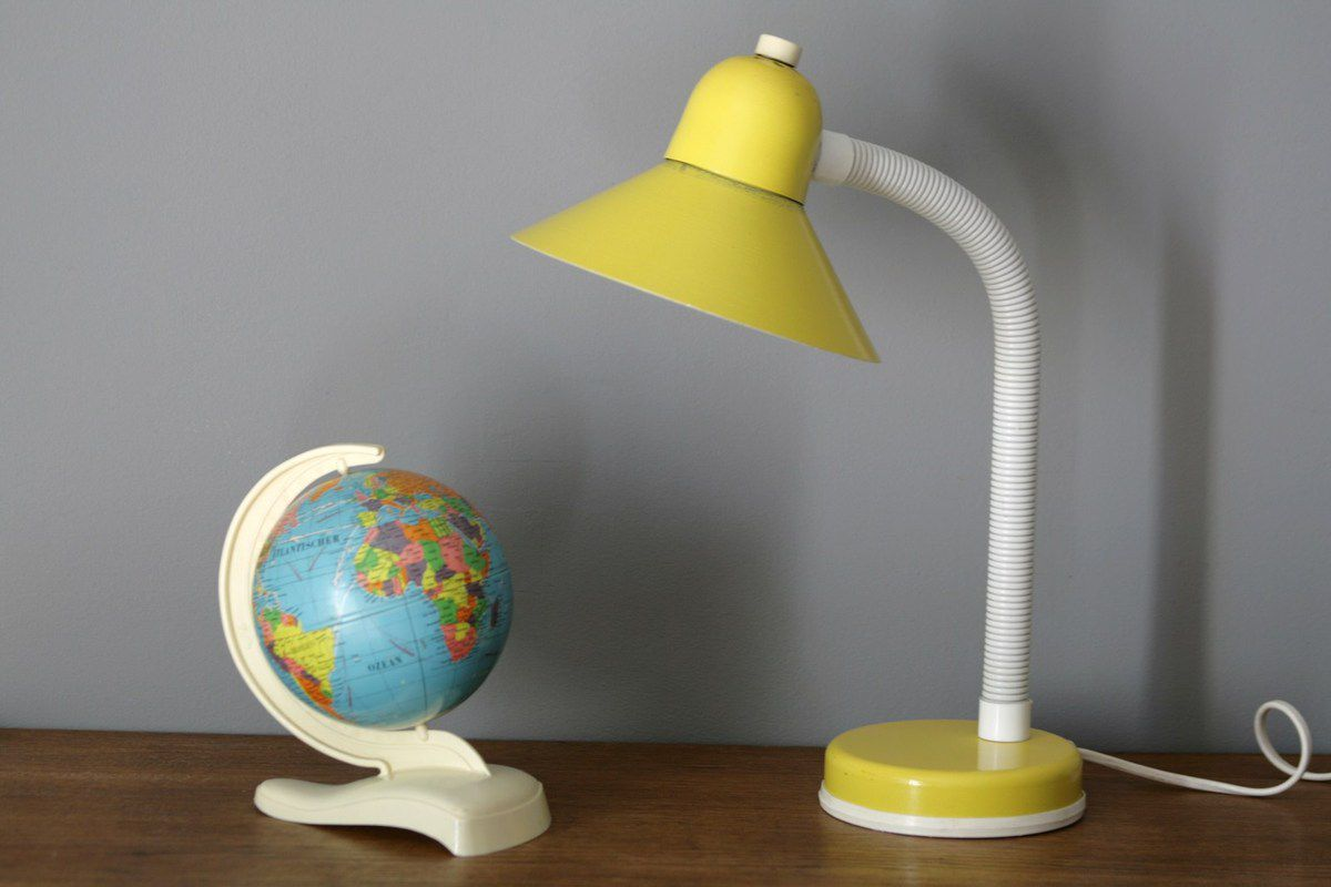 lampe de bureau jaune aluminor ann es 70 vintage vintage family. Black Bedroom Furniture Sets. Home Design Ideas