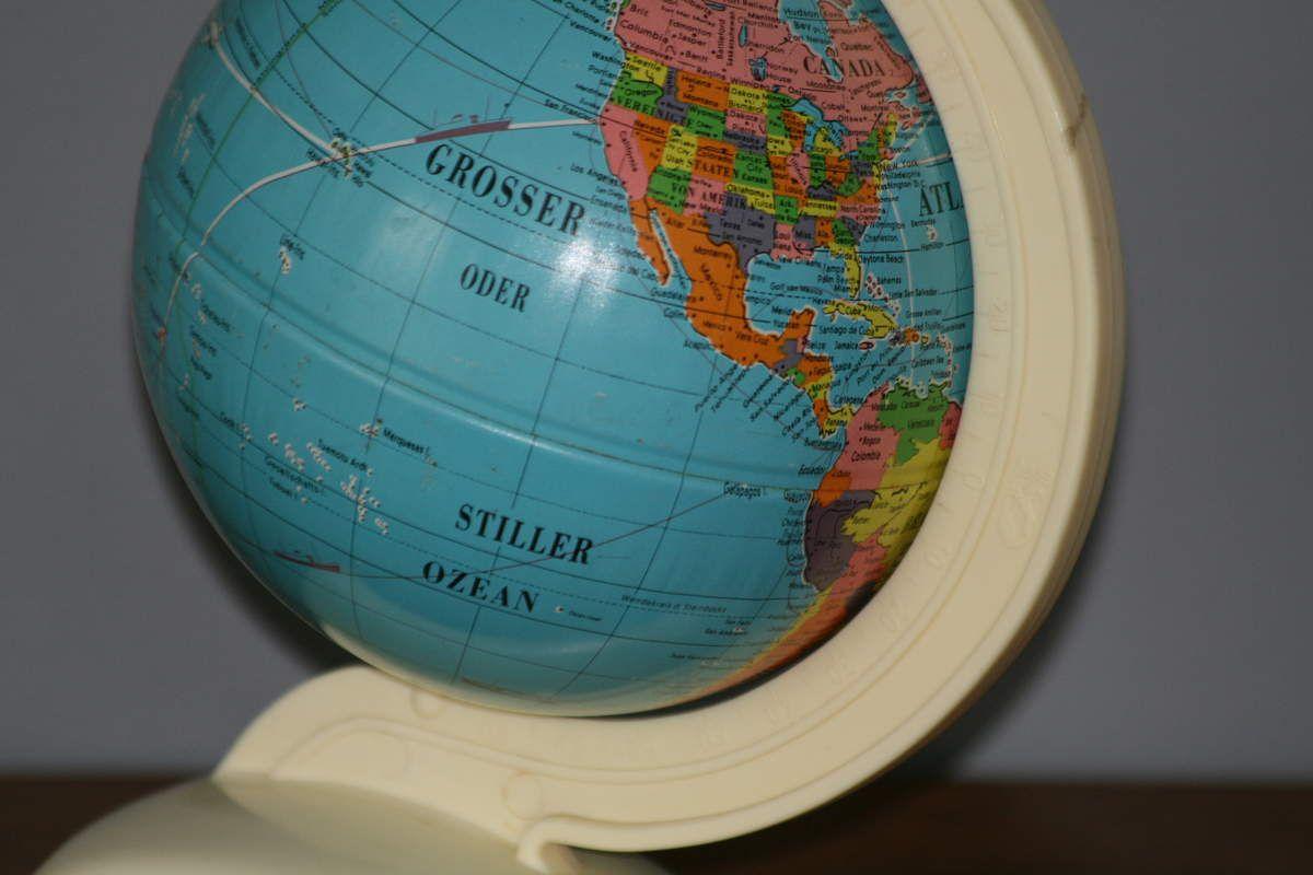 Petit Globe Métal et Plastique Germany Années 50 - Vintage