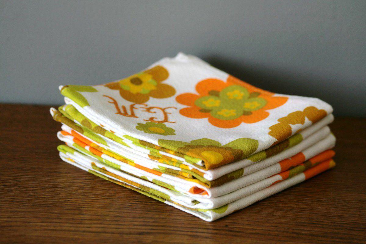 serviettes de table motif fleur brod es vintage ann es 70 vintage family. Black Bedroom Furniture Sets. Home Design Ideas