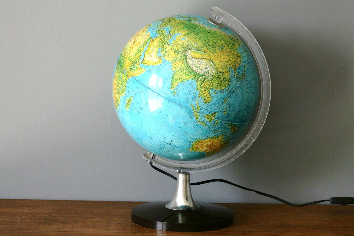 104 lampe globe terrestre lumineux fabulous globe stellanova modele metallic antique lumineux. Black Bedroom Furniture Sets. Home Design Ideas