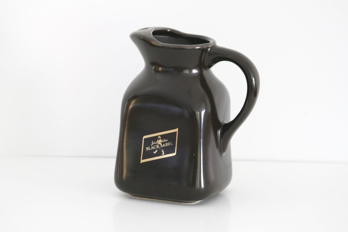 Carafe pichet Johnnie Walker en faience marron