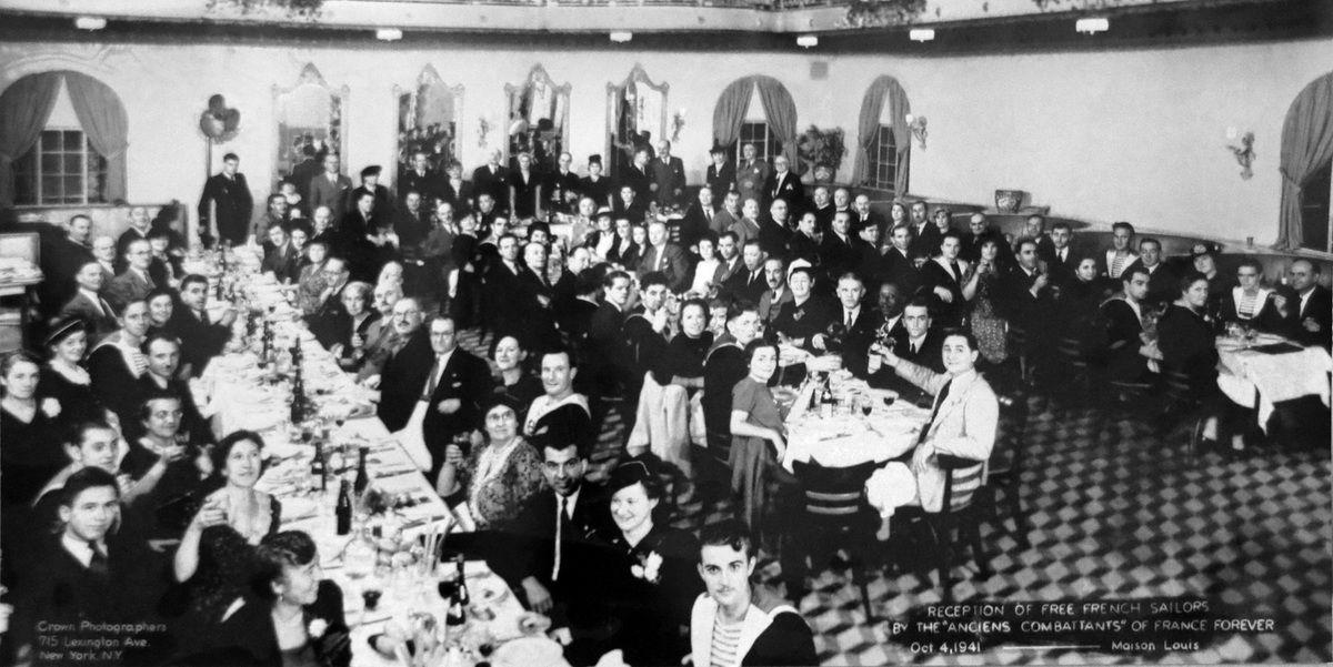 4 octobre 1941 - New-York - Les marins du sous-marin Surcouf sont les invités des vétérans américains. Cette photographie est exposée à l'espace muséographique des sous-marins du Fort de Bertheaume en Plougonvelin (Pays d'Iroise)