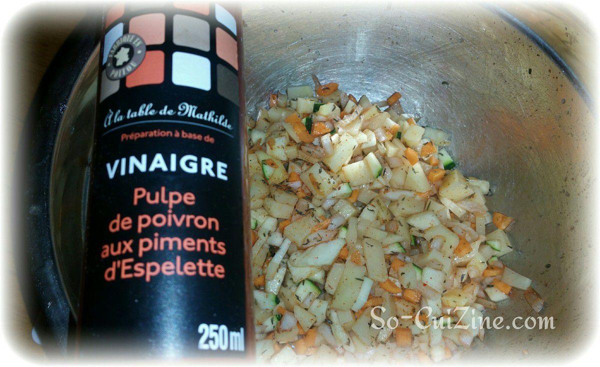 Papillotte de Cabillaud sur son lit de petits légumes au vinaigre de pulpe de poivrons aux piments d'espelette