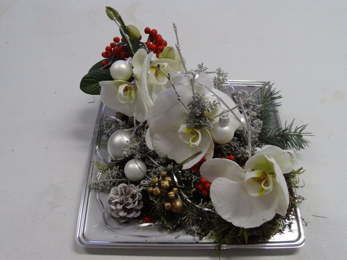 Pin liste de no l lola 2010 sur mes envies on pinterest - Composition florale de noel originale ...