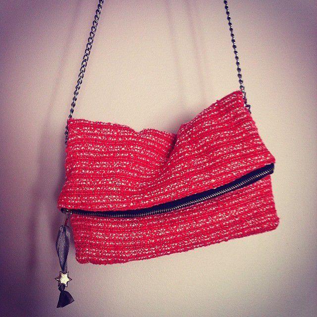 Les jumelles ont leur chouchou! Le sac rouge de l'été :)