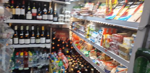 Le marché du soir,course le soir,acheter bouteille le soir,la fête le soir