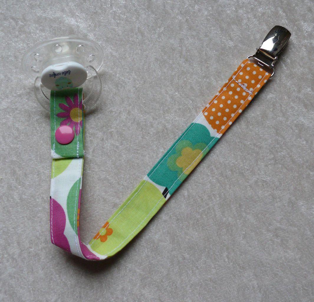 accroche tétine multicolore