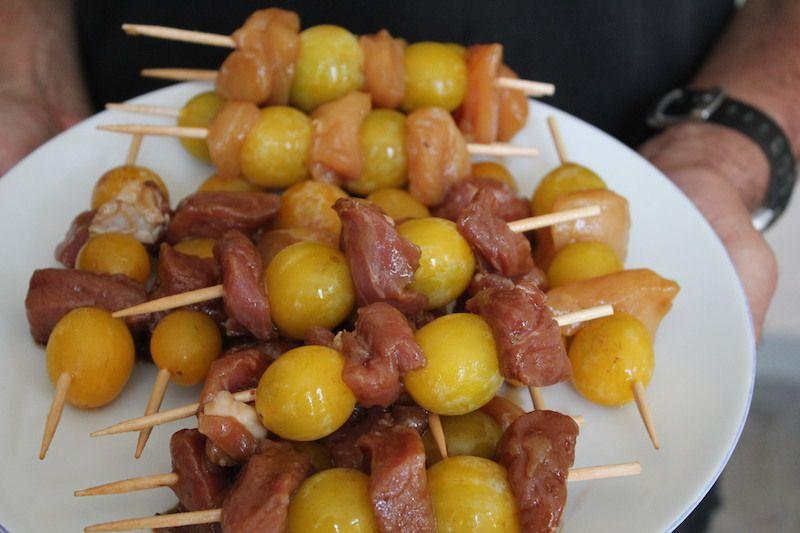 Brochettes de filets mignon de porc aux mirabelles