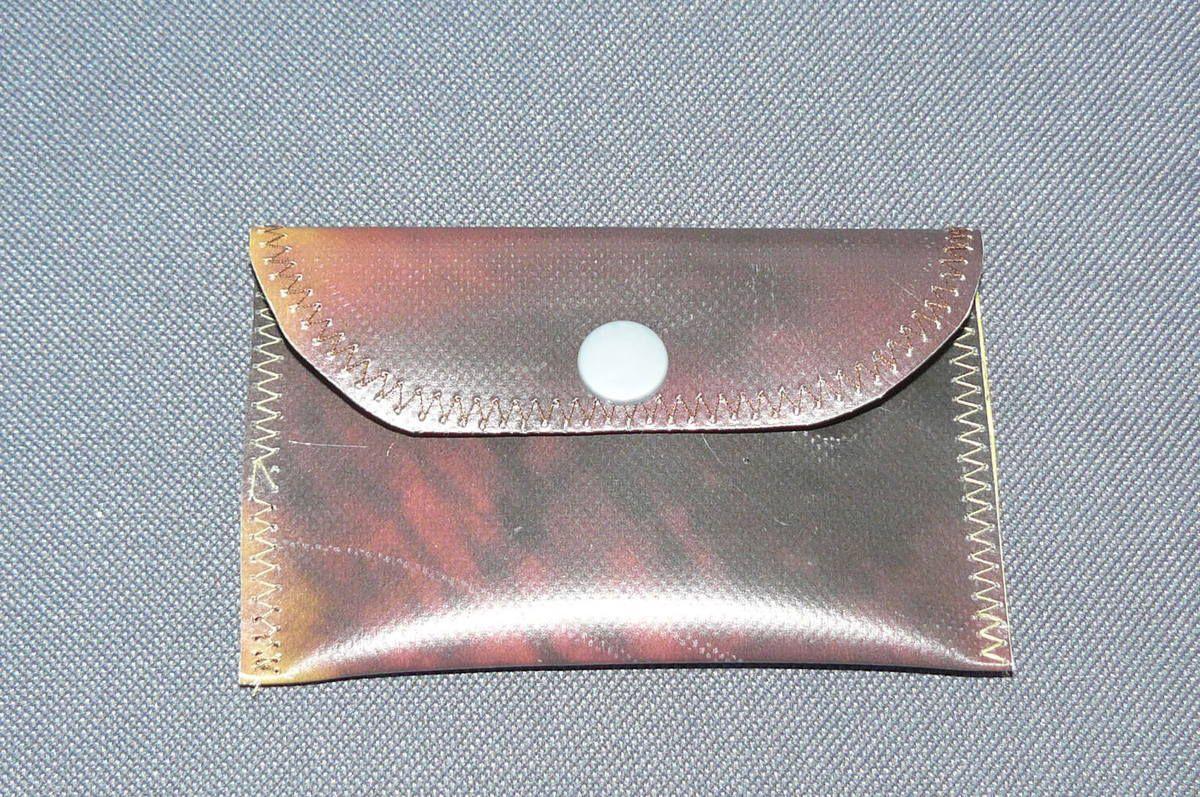 réalisée avec de la bâche récupérée et upcyclée/disponibles à l'achat, pour le moment, sur mon site class-eco.alittlemarket.com