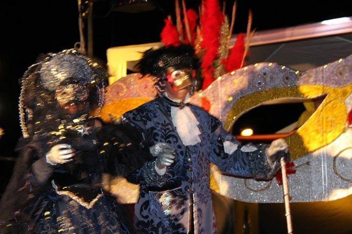 Le défilé nocturne par Frédéric, spectateur d'Agen. Merci à lui! Ainsi qu'à Raphael Tassain et Lionel Raquin.