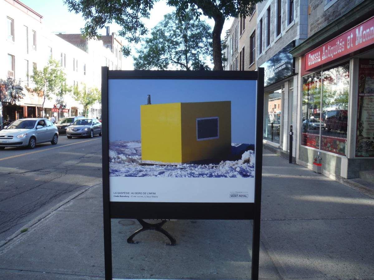 Expo photos sur l'hiver en Gaspésie en pleine rue sans aucun graffiti