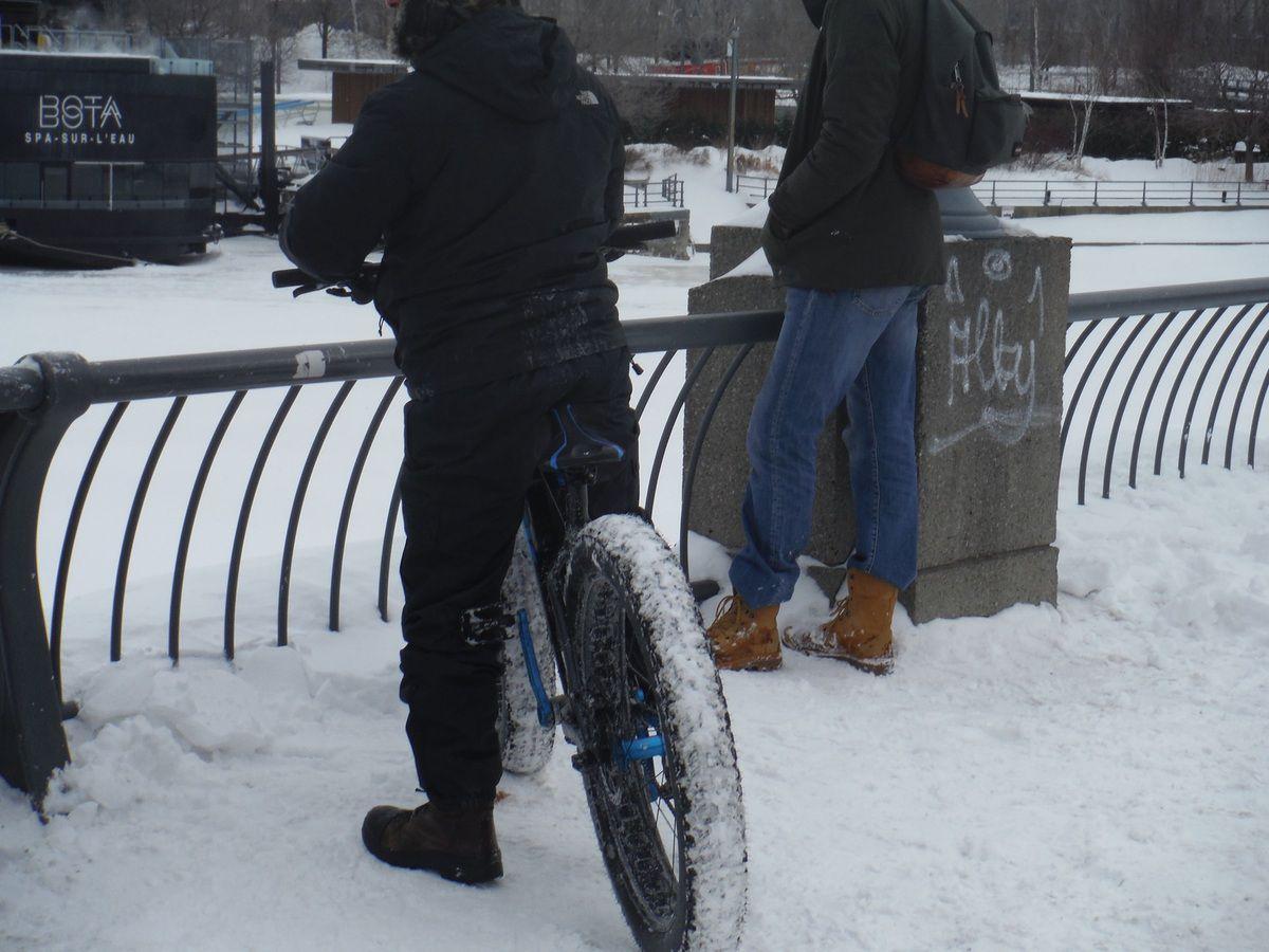 Vélo d'hiver sur le vieux port à Montréal février 2015