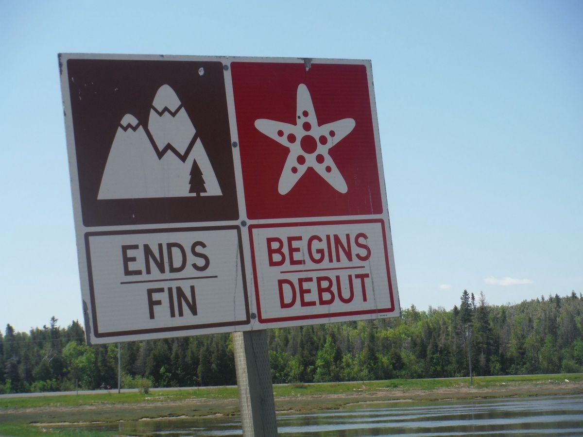 Panneau sympa: fin des montagnes, début des plages. Dernière photo: nid de martinet dans une falaise