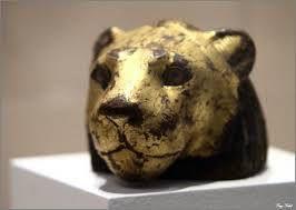 Élément de meuble en forme de tête de lion Bois de tamaris. Basse Époque (664-332 avant J.-C.) © Musée du Louvre