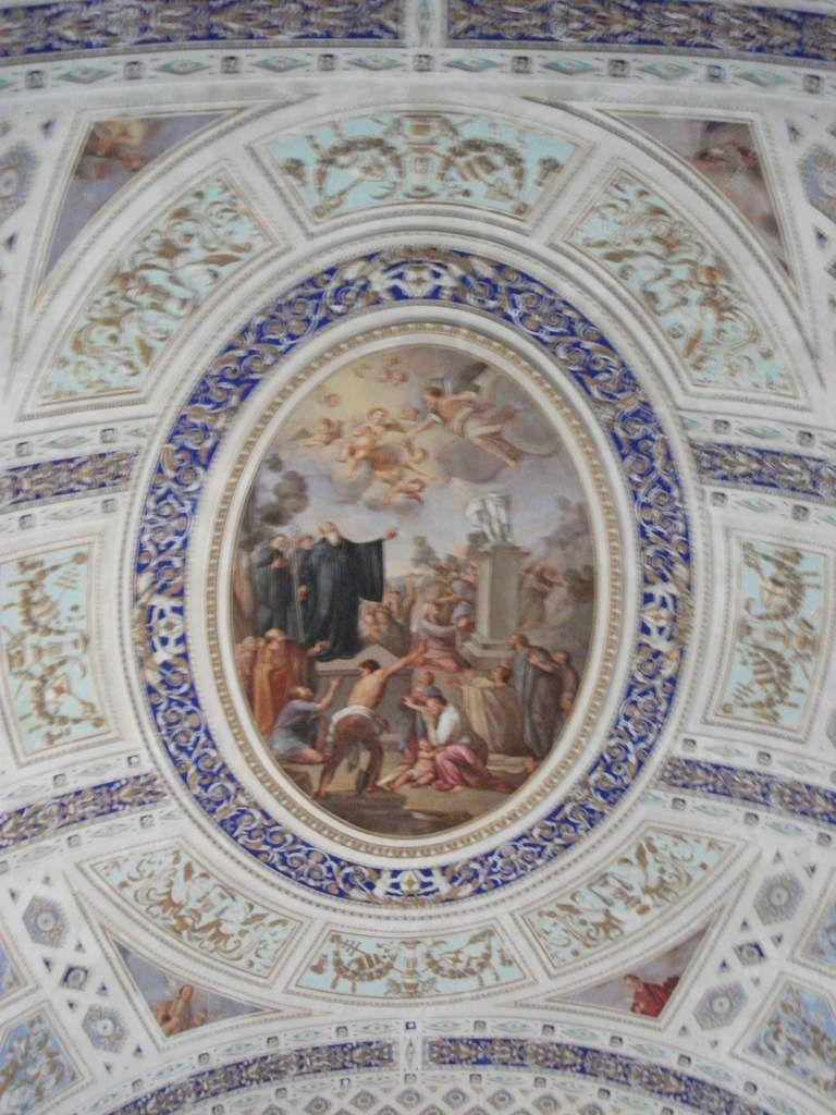 occuli, crucifix, statuts de Padre Pio, vierges etc... vous n'en croirez pas vos yeux à Scicli