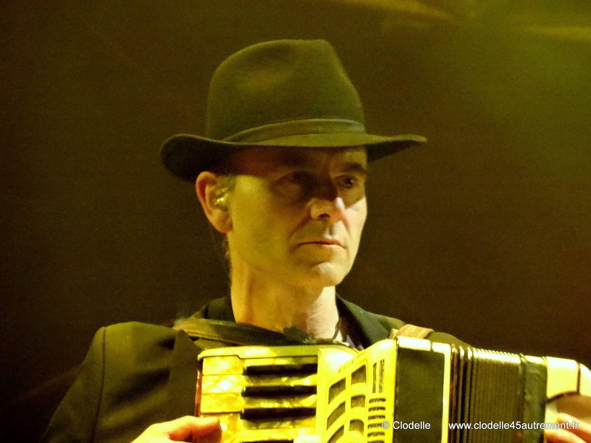 - FNAC LIVE 2014: images de la clôture magistrale et orageuse avec BERNARD LAVILLIERS