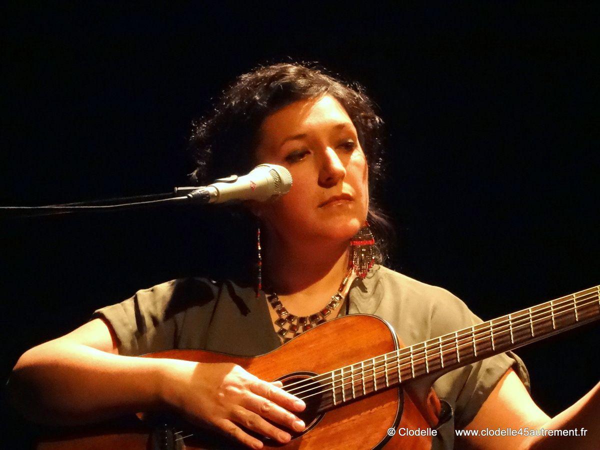 - IMAGES D'ANITA FARMINE en concert à Saint Jean de la Ruelle (Loiret) le 25 mars 2015