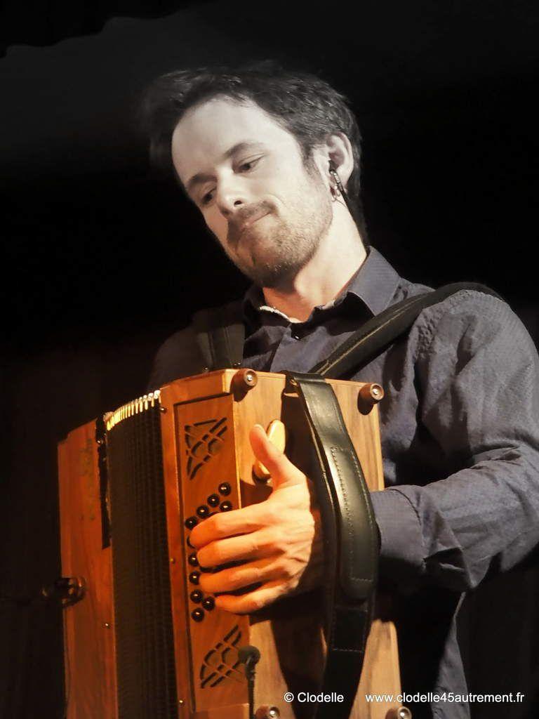 Photos de MULTIDELTA BORIS TROUPLIN et AURELIEN CLARANBAUX en concert au bal folk de Bou