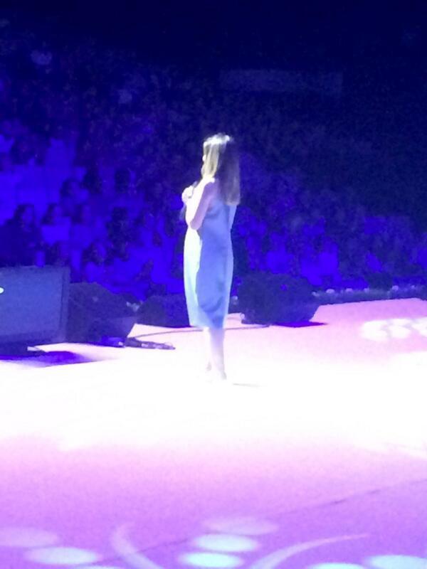 """Julie était hier à Bakou, en Azerbaïdjan, pour le concert """"From Paris with Love"""" ! :) D'autres photos se trouvent sur le forum ;)"""