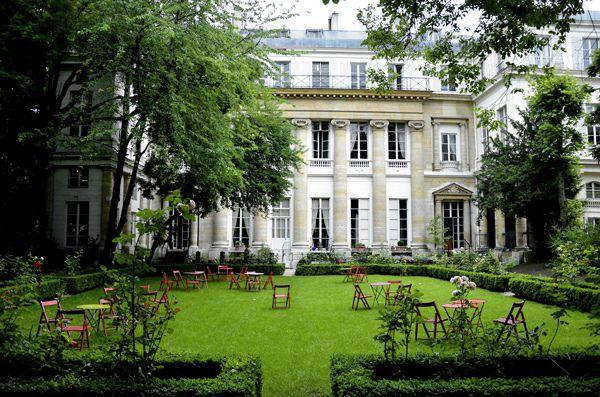 Rue Montorgueil, Place de l'Abbé Hénocque, Hotel de Gallifet, Buttes Chaumont