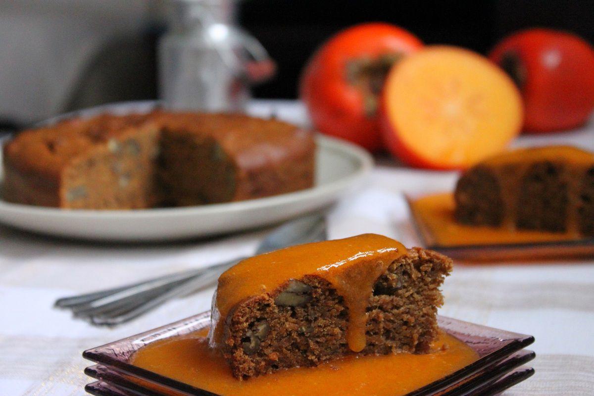Gâteau vegan à l'épeautre et aux noix de pécan, coulis de kaki {Saveurs durables}