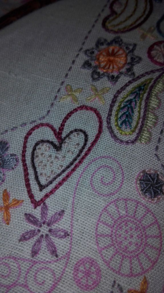 Broderie traditionnelle - Je suis peace and love - 0612