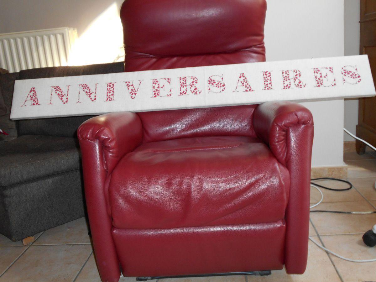 Le calendrier sur le fauteuil que maman nous a donné