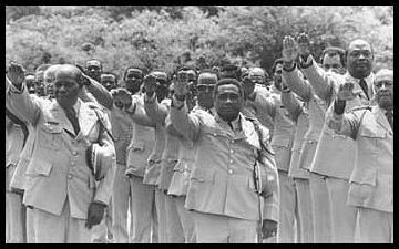 """Militaires haïtiens  l '""""Ekip Grenn Kraze"""" sous la dictature de Duvalier François dit papadok pour ses admirateurs"""