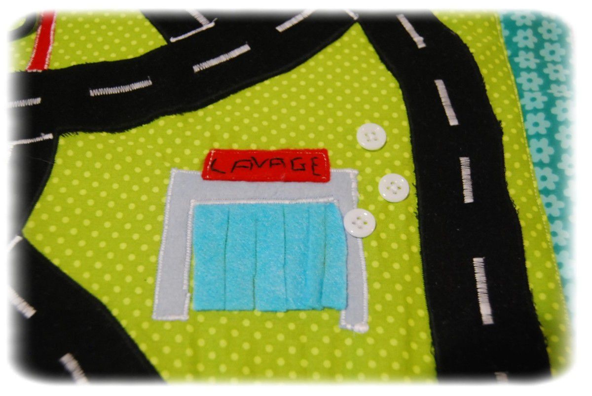 un tapis pochette circuit de voiture pour edjo couture. Black Bedroom Furniture Sets. Home Design Ideas
