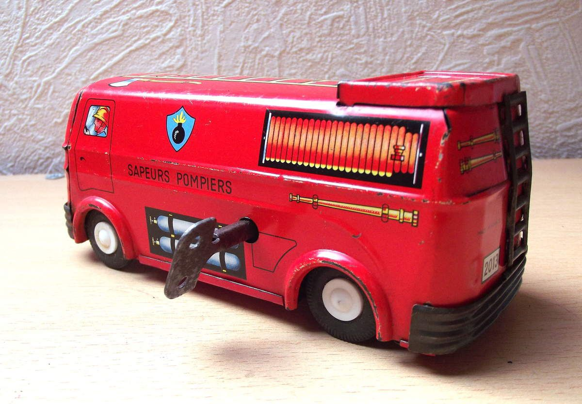 joustra camion de pompiers en t le moteur cl le blog des voitures et camions miniatures. Black Bedroom Furniture Sets. Home Design Ideas
