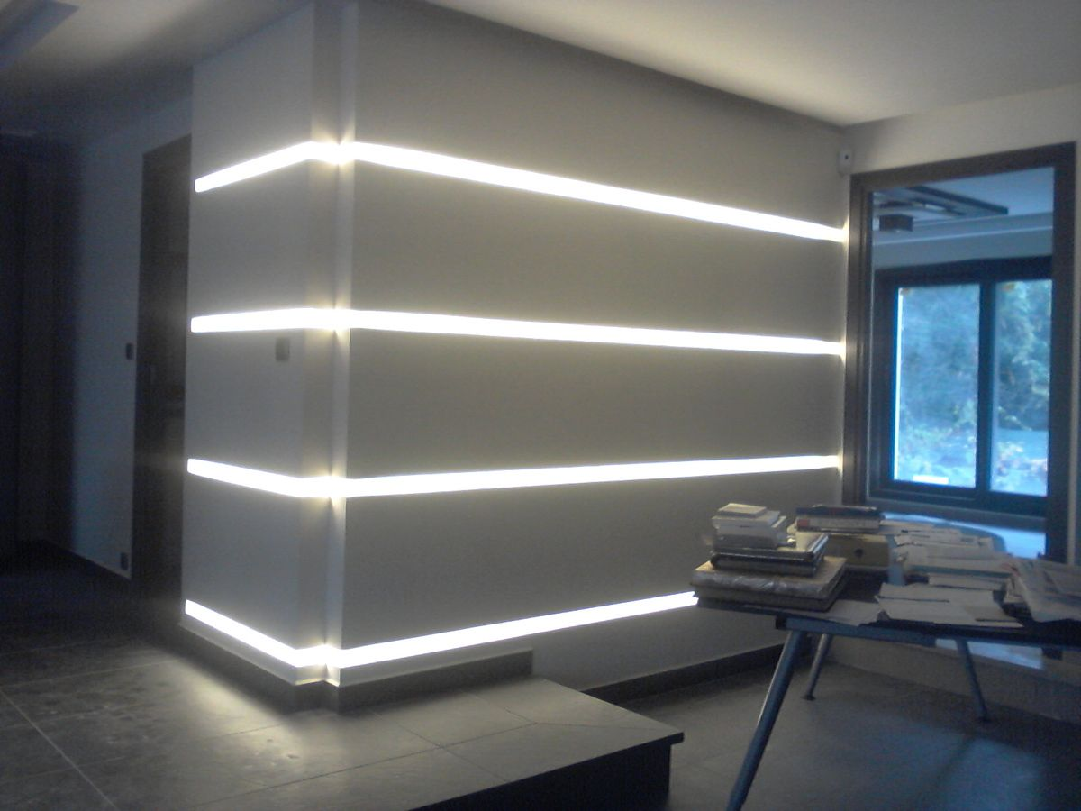 Parement en staff avec clairage led staffeur ornemaniste for Eclairage led interieur plafond