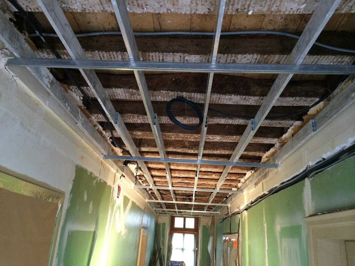 r alisation d 39 un chantier en region centre plafond en staff corniche en staff staffeur ornemaniste. Black Bedroom Furniture Sets. Home Design Ideas