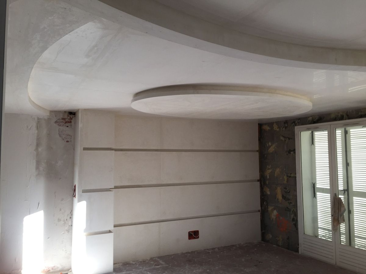 Decoration plafond en staff staffeur ornemaniste for Staff decor plafond salon