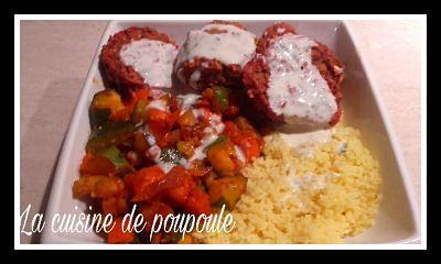 Bol Marocain (couscous, légumes, boulettes de betterave, condimen,t aux fruits secs et sauce à la menthe) Vegan