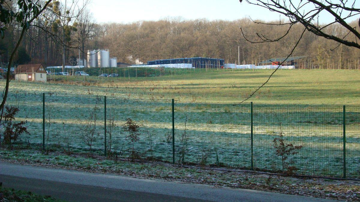 Plateforme logistique de 9 000 m² dans le site triplement classé de Saint-Lambert-des-Bois.