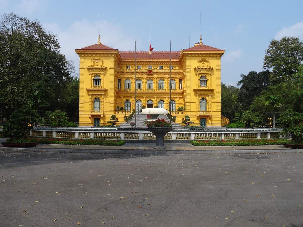 le Palais Présidentiel, résidence du Président de la République du Vietnam. C'est l'ancienne résidence des gouverneurs de l'Indochine française.construit à partir de 1900