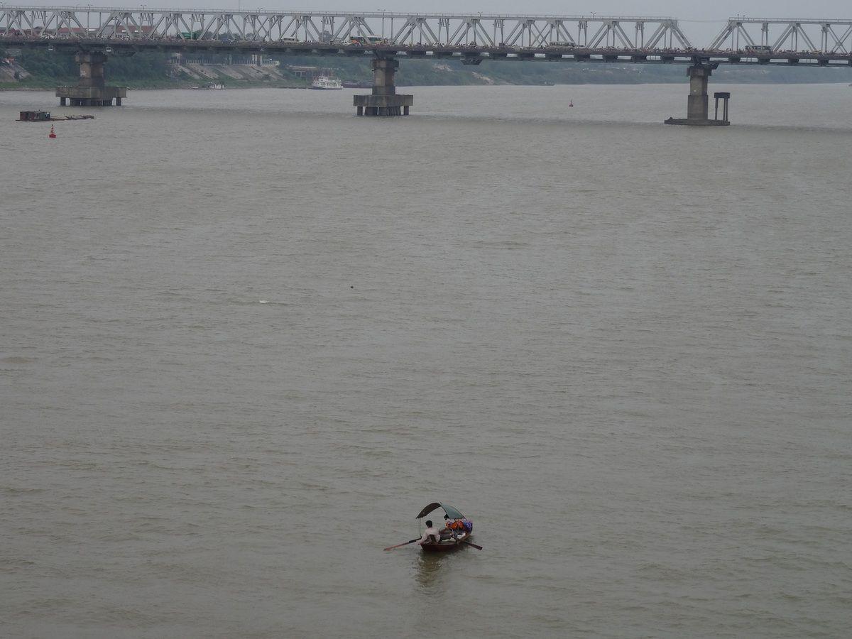 Vu du pont Long Bien, le fleuve Rouge et l' autre  pont de Hanoï, Chuong Duong