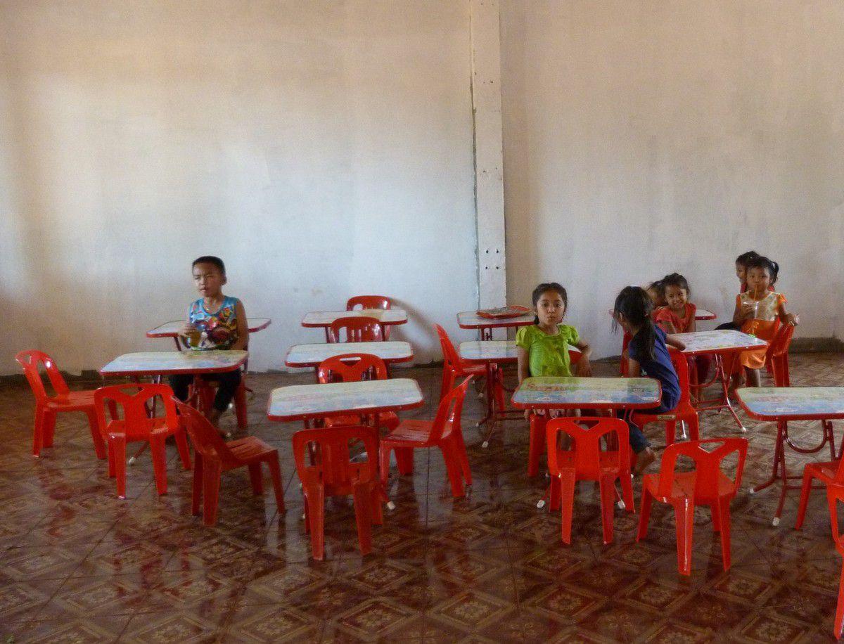 Pakse-inauguration de l'école à Oudom Souk avec &quot&#x3B;La Toupie&quot&#x3B;