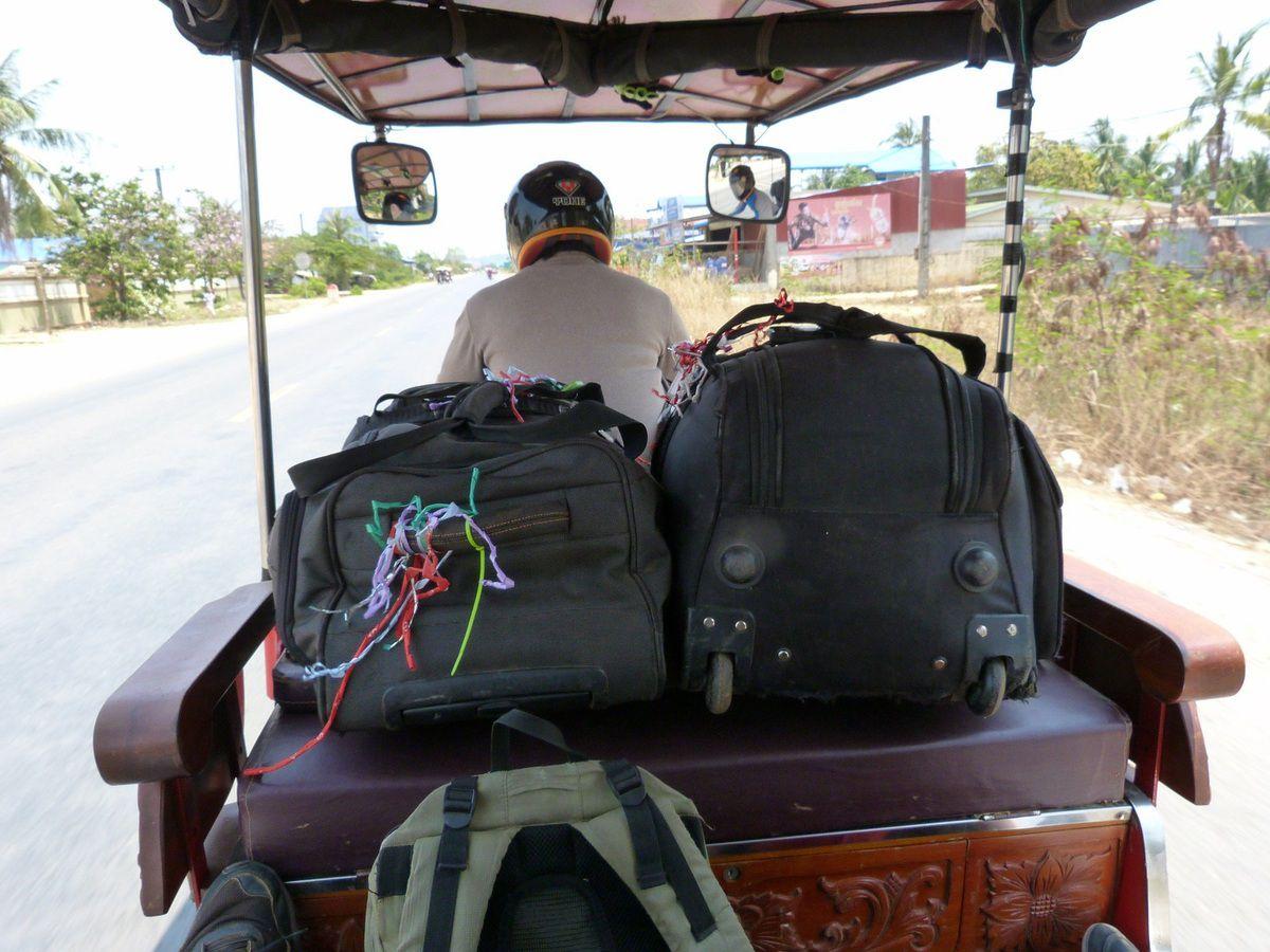 arrivés à Kampot, c'est en tuk-tuk que nous faisons les 25 km jusqu'à Kep